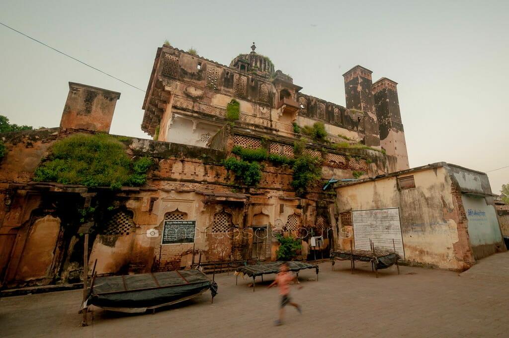 Palki Mahal and Sawar Bhado Pillars, Orchha, Madhya Pradesh, Ind