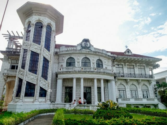 Facade of the Lizares Mansion, now known as the Angelicum School.