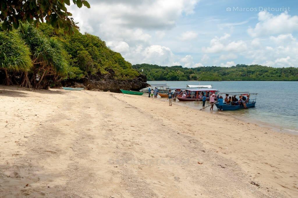 Piagau Island, Taklong Island Marine Reserve, Nueva Valencia, Guimaras