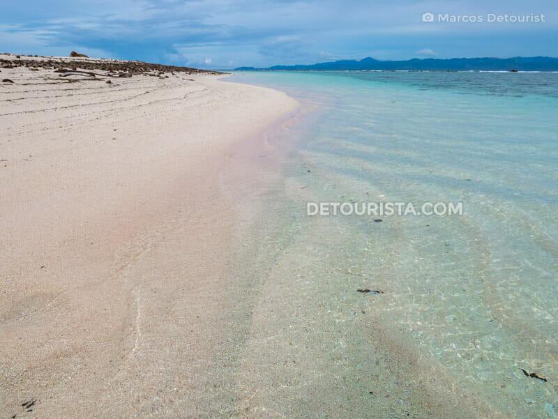 Olanivan pink sand beach