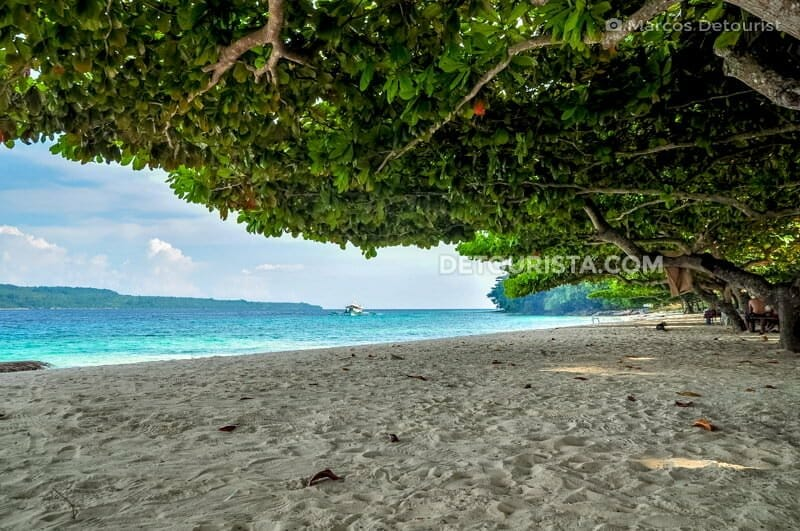 Isla Reta beachfront