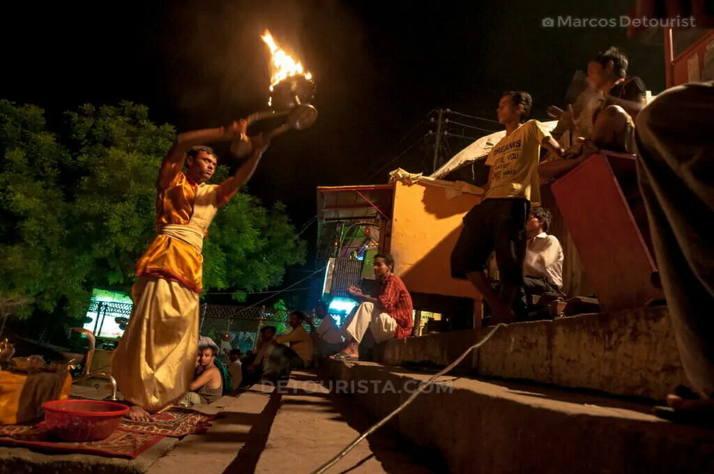 04-Evening-Puja-at-Tulsi-Ghat-130902-190806