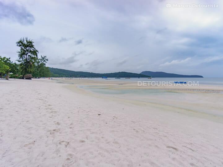 Saracen Bay Beach in Koh Rong Samloem (island) near Sihanoukville, Cambodia