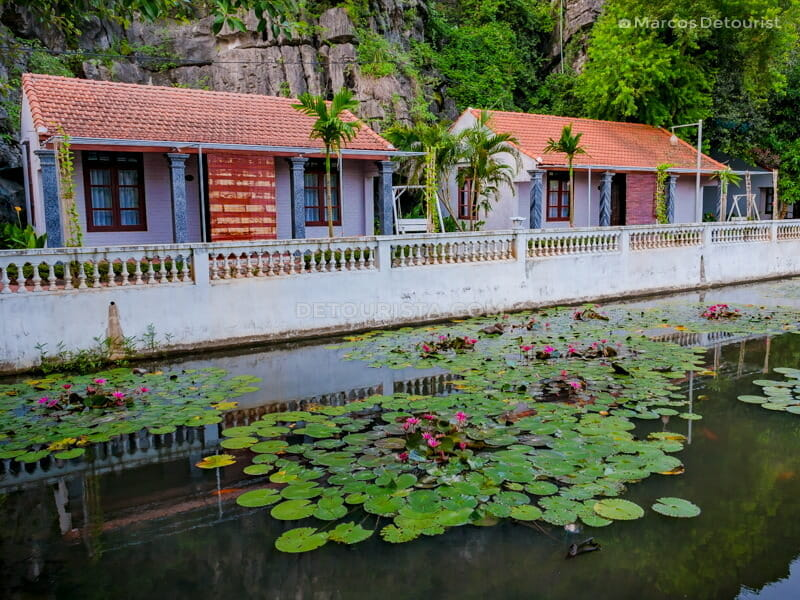 Tonkin village-inspired cottages with blooming lilies