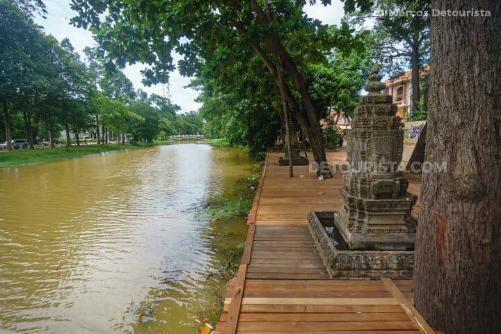 Siem Reap riverside