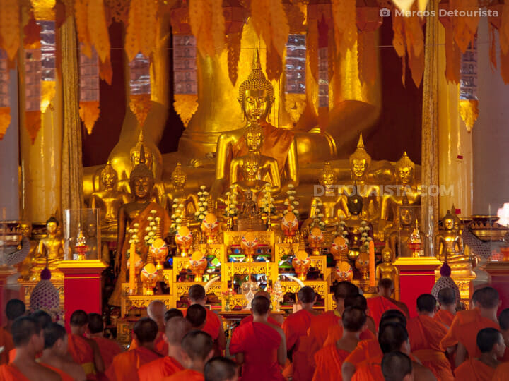 Monks at Wat Phra Singh in Chiang Mai, Thailand