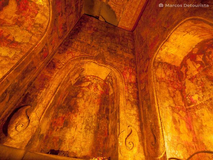 Wat Ratcha Burana in Ayutthaya, Thailand