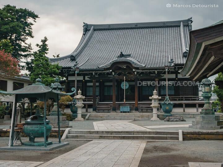 Hongakuji Temple in Kamakura, Japan