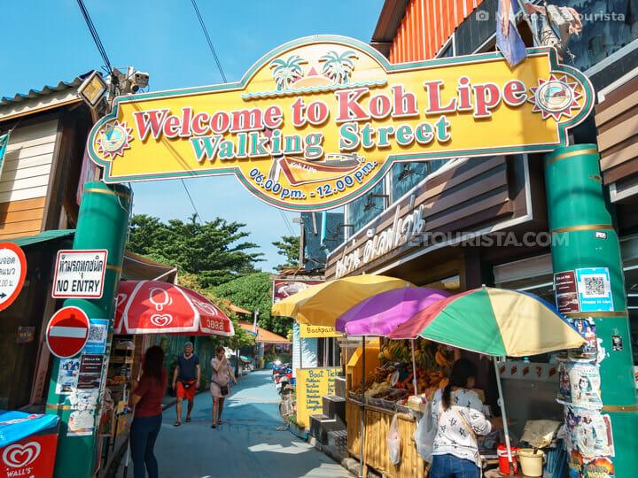Koh Lipe Walking Street n Ko Lipe, Satun, Thailand