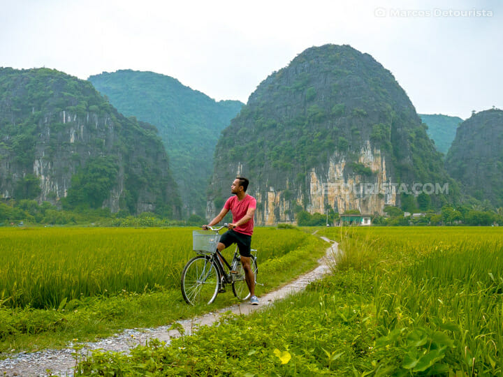 Bicycle along the rice fields in Ninh Binh, Vietnam