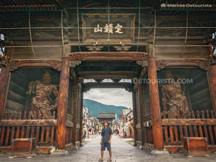 Niōmon Gate at Zenkōji Temple in Nagano City, Japan