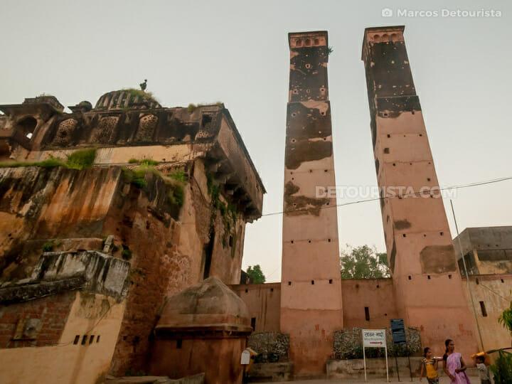 Palki Mahal and Sawar Bhado Pillars, Orchha, Madhya Pradesh, India