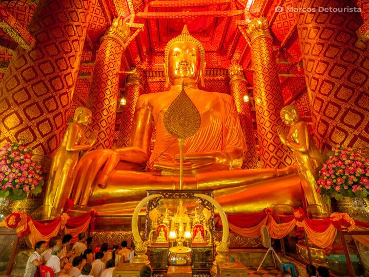 Giant sitting Buddha at Wat Phanan Choeng (temple) in Ayutthaya, Thailand