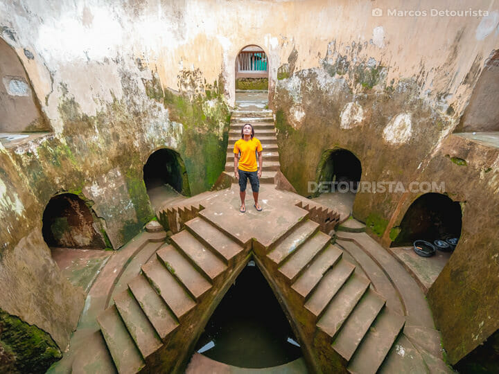 Sumur Gumuling (Underground Mosque) near Yogyakarta Water Castle