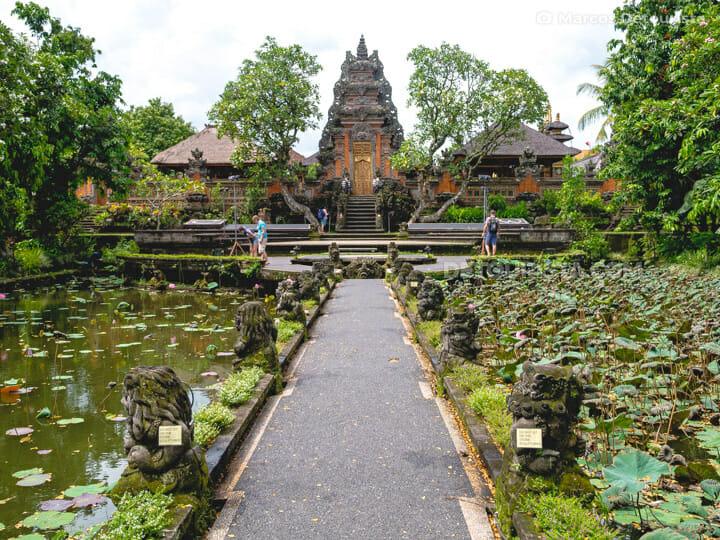 Pura Saraswati temple