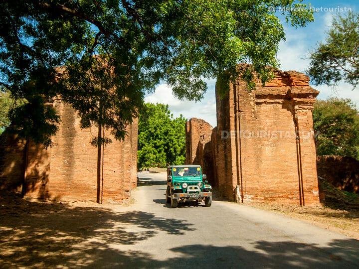 Tharbar Gate