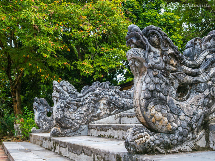 Dragon guards at the base of the steps leading to Dien Minh Thanh (shrine) near Lang Gia Long (tomb) / Lang Thien Tho (tomb), in Hue, Vietnam