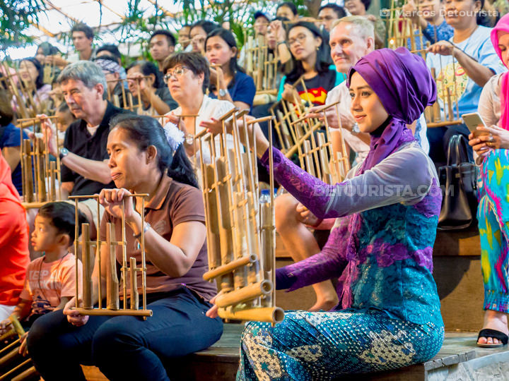 Angklung show