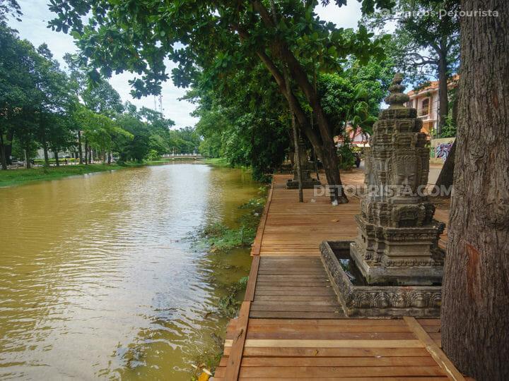 029-Siem-Reap-riverside-Siem-Reap-Cambodia-170707-134038