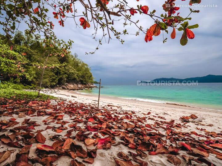 Mamutik Island in Tunku Abdul Rahman National Park, Kota Kinabal