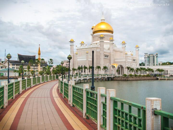 Omar Ali Saifuddien Mosque in Bandar Seri Begawan, Brunei